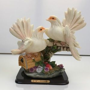 BNIB Two Doves Figurine